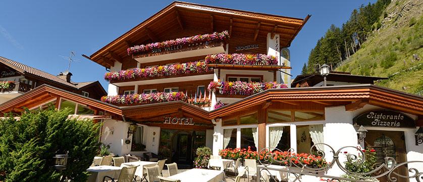 Hotel Sun Valley, Selva, Italy - entrance.jpg